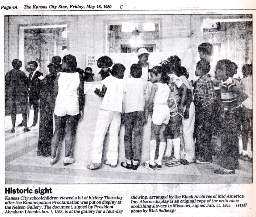 Newspaper Picture of Line to see Emancipation Proclamation in 1980